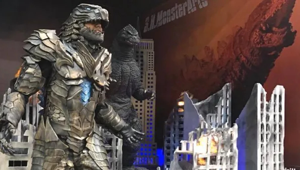 Cosplayer crafts impressive Godzilla armor costume!