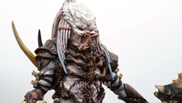 Toy Fair 2019: NECA Alpha Predator and Emissary Predator figures on display!
