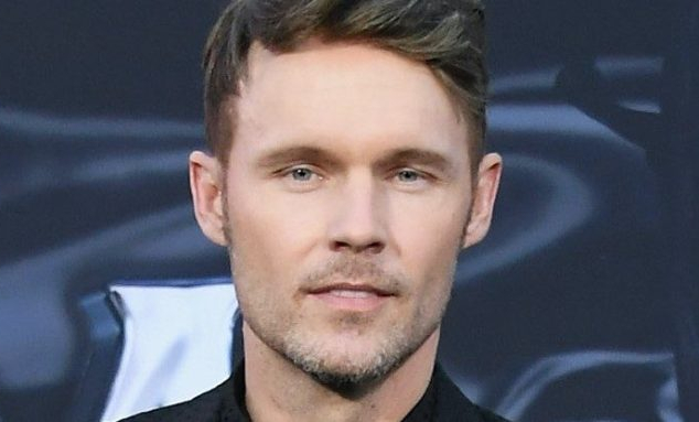Venom movie star Scott Haze joins the Jurassic World 3 cast!
